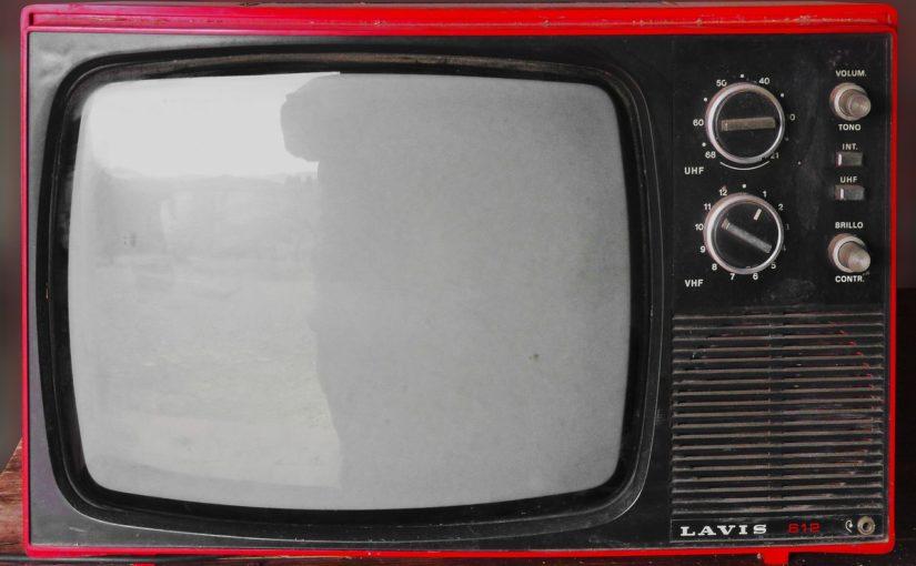 Samotny relaks przed tv, czy też niedzielne filmowe popołudnie, umila nam czas wolny oraz pozwala się zrelaksować.